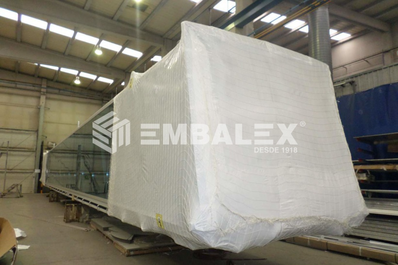 Retractable packing of machinery